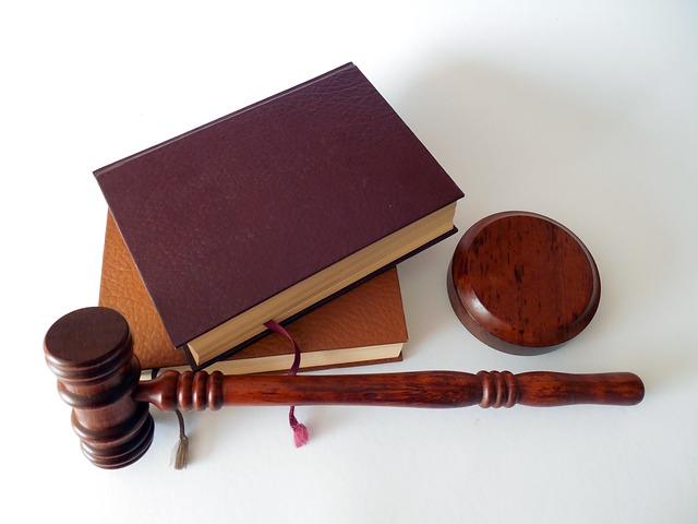 לא הולכים לבית משפט בלי עורך דין